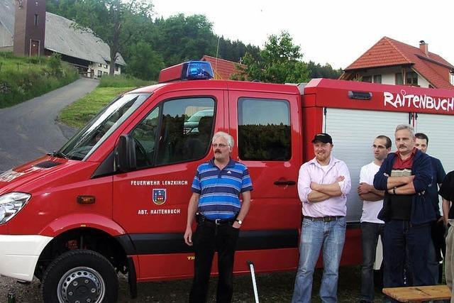 Große Begeisterung über das neue Feuerwehrauto