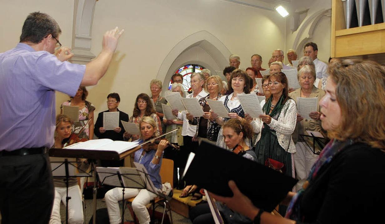 Die Missa in C von Eberlin sang der Kirchenchor beim Patrozinium.   | Foto: heidi fössel