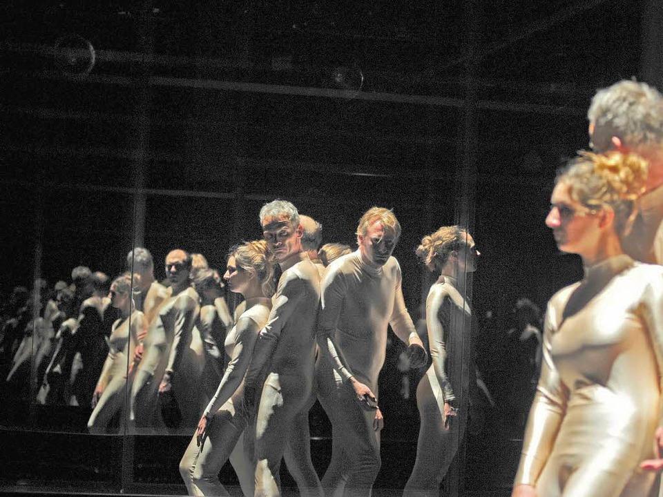 Eins zwei viele Fauste: Szene aus der ... der  Inszenierung  von Marcus Lobbes   | Foto: Korbel