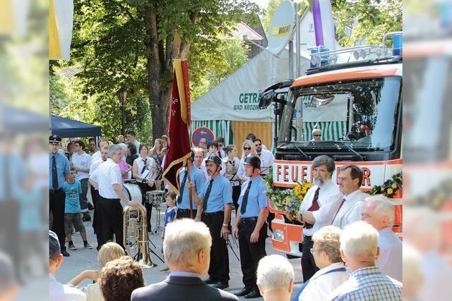 Kirchlicher Segen für das neue Feuerwehrfahrzeug