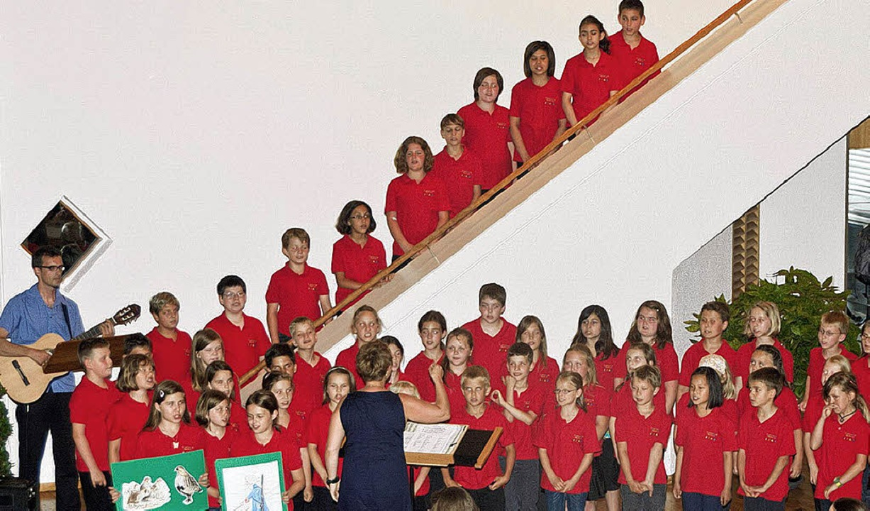 Der Schulchor der Rheinschule singt fr...hüler die französische Sprache lernen.  | Foto: Alexander Anlicker