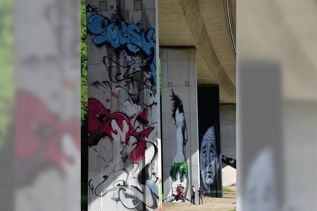 Streetart an der Bridge-Gallery: Die grüne Hand an Pfeiler 25A