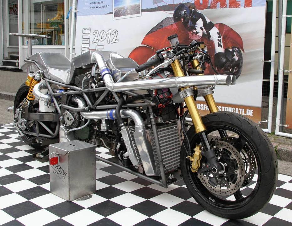 Ein Höllenbike namens Diva: Die Maschine ohne Verkleidung  | Foto: Picasa Roland Spether