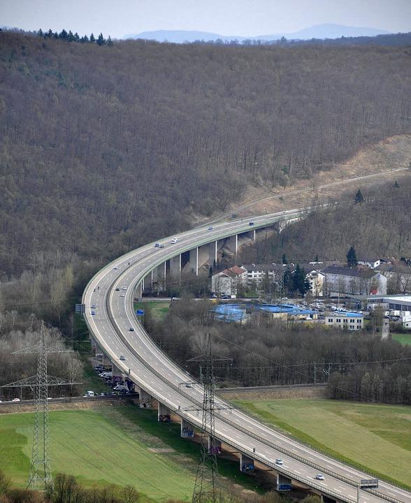 Die Wiesentalbrücke der A 98 wird aufwändig saniert.     Foto: Gramespacher
