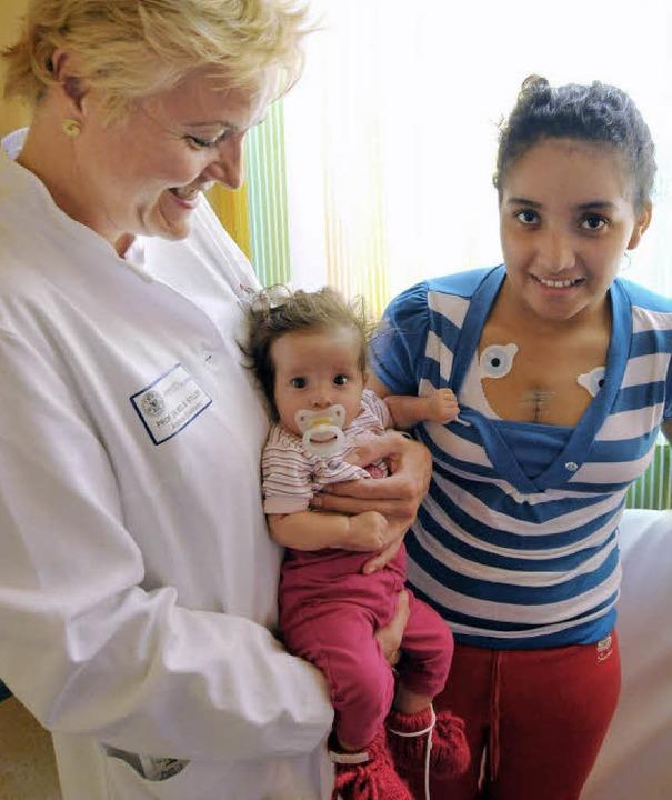 Junge Patientinnen aus El Salvador: Me...r Kinderherzklinik, Brigitte Stiller.   | Foto: michael  bamberger