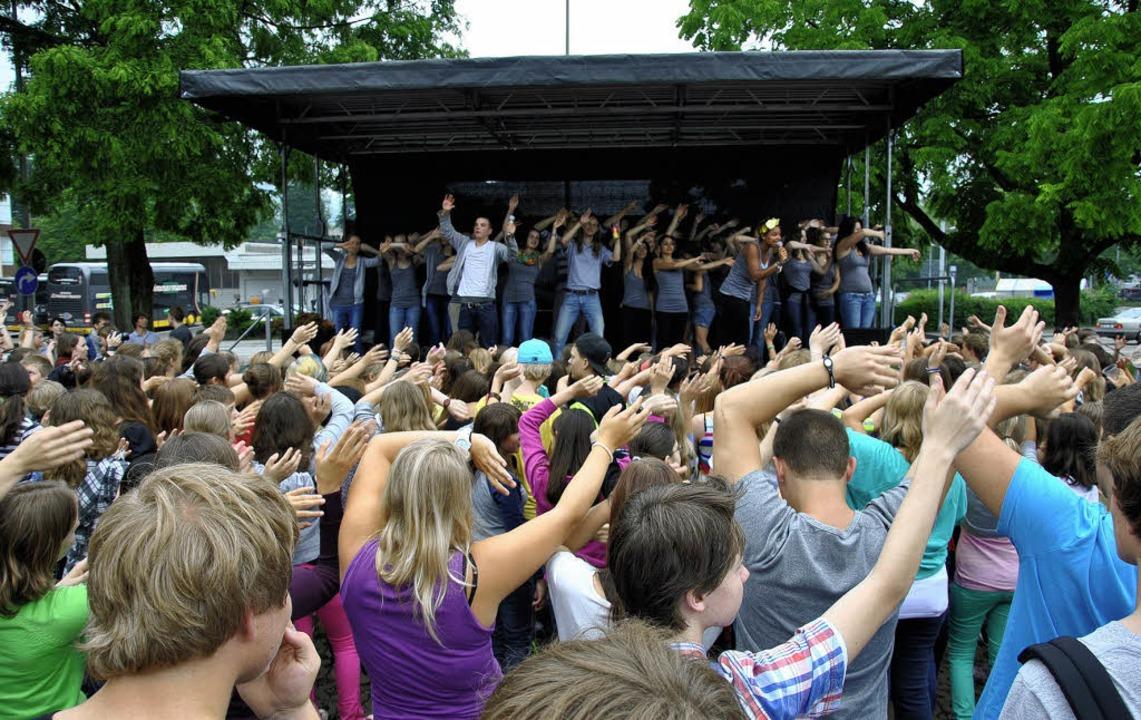Festivalstimmung auf großer Bühne geno... Abistreich des Doppeljahrgangs 2012.   | Foto: Ralph Fautz