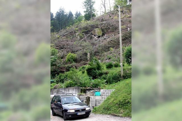 Tonnenschwerer Felsblock bedroht Haus in Glashütten