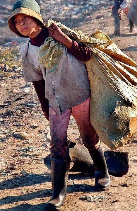Haben oft am Leben schwer zu tragen: Kind aus Kambodscha   | Foto: dpa