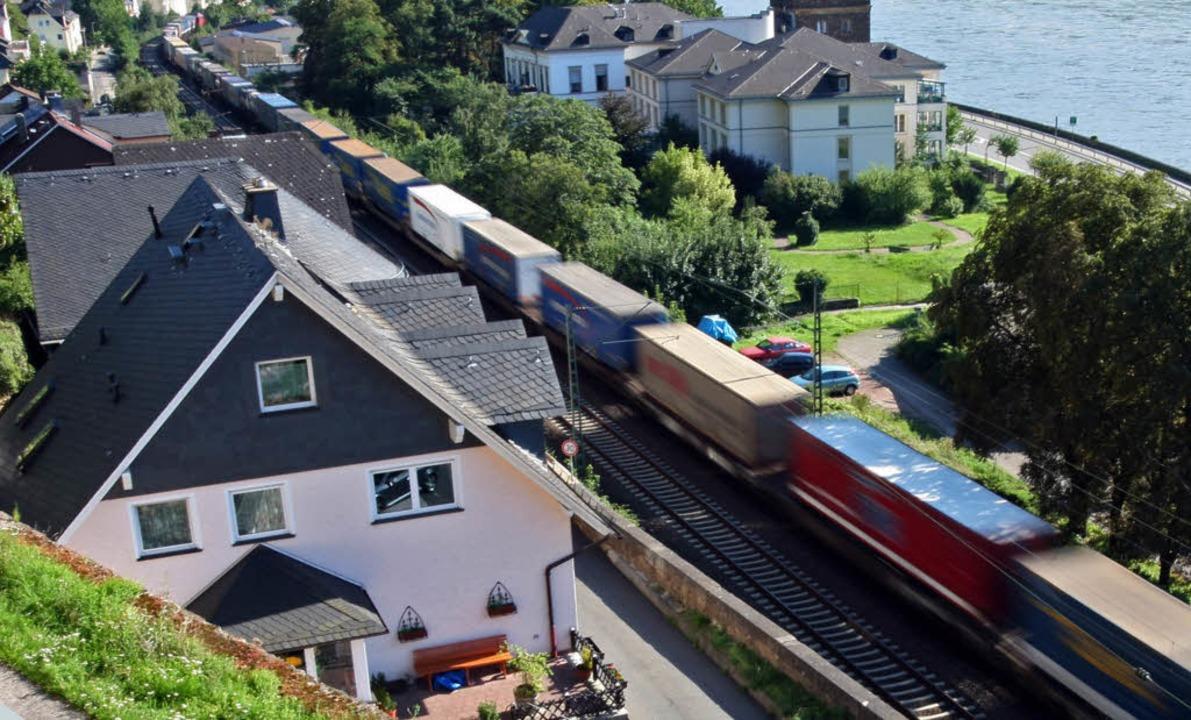 Höllenlärm – im Mittelrheintal l...nwohner ganz besonders unter Bahnlärm.  | Foto: dpa