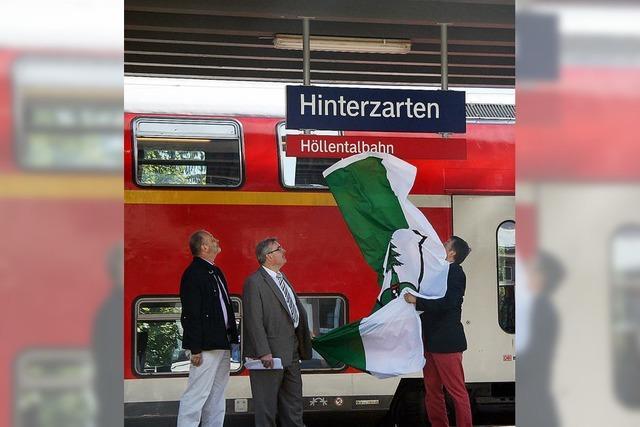 Rote Schilder für die Jubel-Bahn