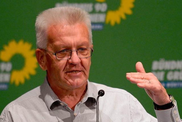 Kretschmann schwört Grüne auf harten Sparkurs ein