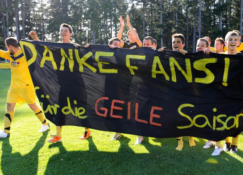 Neukirch feiert den Aufstieg: Nach dem...gen Saig in die Fußball-Bezirksliga.    | Foto: patrick seeger