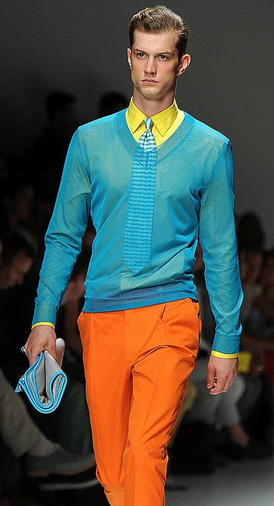 Farbenfroh sollen Männer im Frühjahr u..., Prada und Roccobarocco (von links).   | Foto: Fotos: dpa