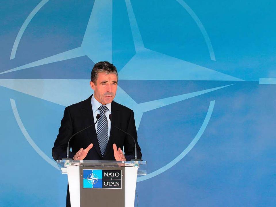 Nato-Generalsekretär Anders Fogh Rasmu...die Haltung des Bündnisses zu Syrien.   | Foto: dpa