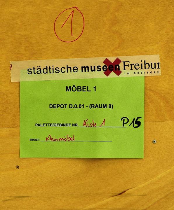 Depotverwalter Edgar Dürrenberger häng...gern in fahrbaren Gitterboxen (unten).  | Foto: Ingo Schneider