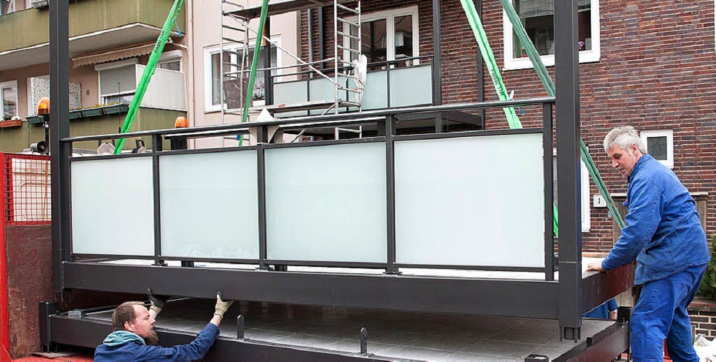Mit solchen Fertigelementen lassen sic...alkone an älteren Gebäuden anbringen.   | Foto: kai Remmers