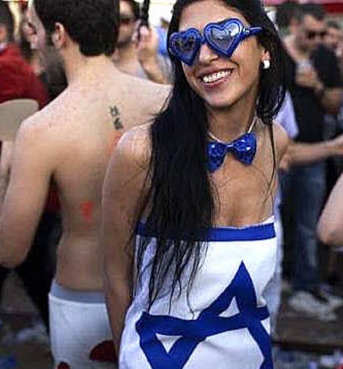 Party in Blau-Weiß: Tel Aviv ist für einen entspannten Lebensstil bekannt.   | Foto: AFP