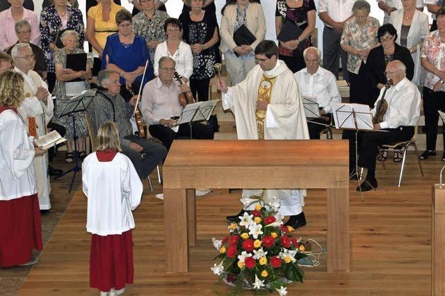 Feierliche Segnung von Altar, Ambo und Taufstein