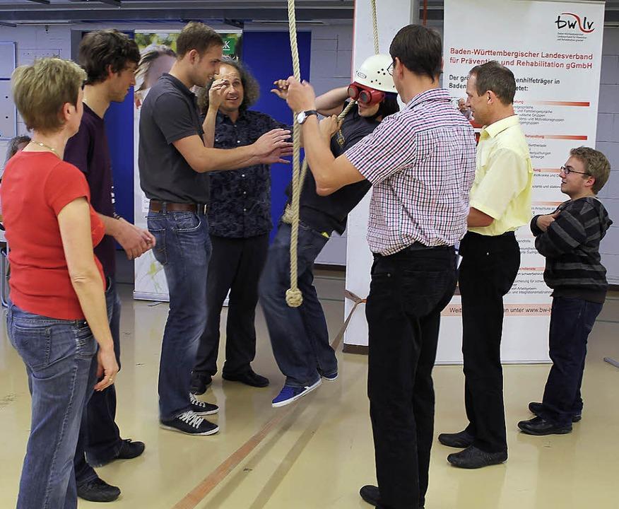 Auch Rettungsübungen standen auf dem P...eim Gesundheitstag bei Dunkermotoren.     Foto: Dunkermotoren