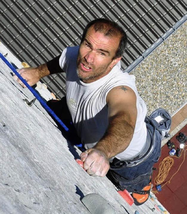 Eine sportliche Herausforderung: Ti We...) beim Marathon-Klettern im Jahr 2011.  | Foto: Stefan Pichler