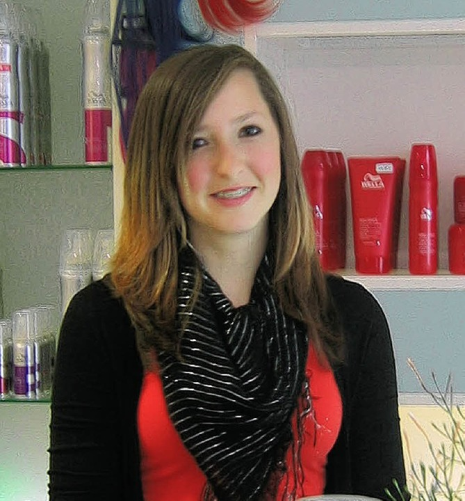 <BU>Mit einem Lächeln empfängt Ramona Spitz die Kunden des Friseursalons.</BU>    Foto: Jil Walter