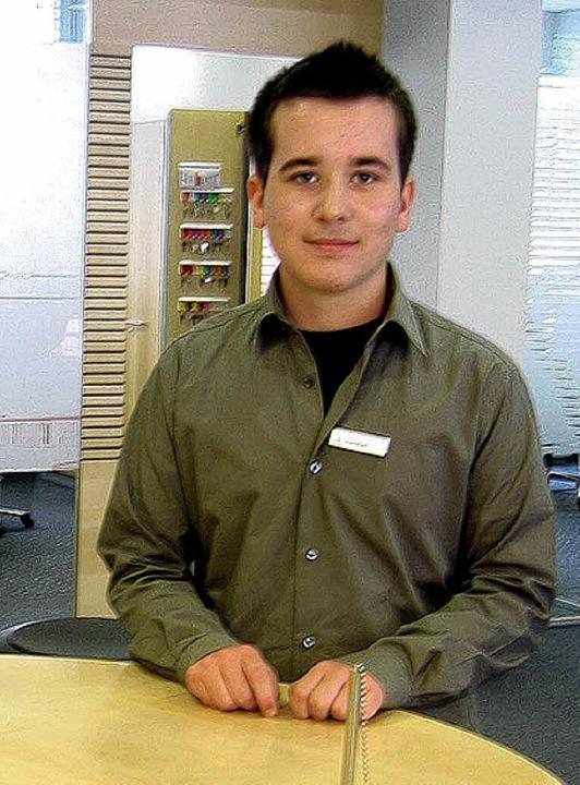 <BU>Auch als Kundenbetreuer versuchte ...imilian Straub in der Sparkasse. </BU>    Foto: Jil Walter