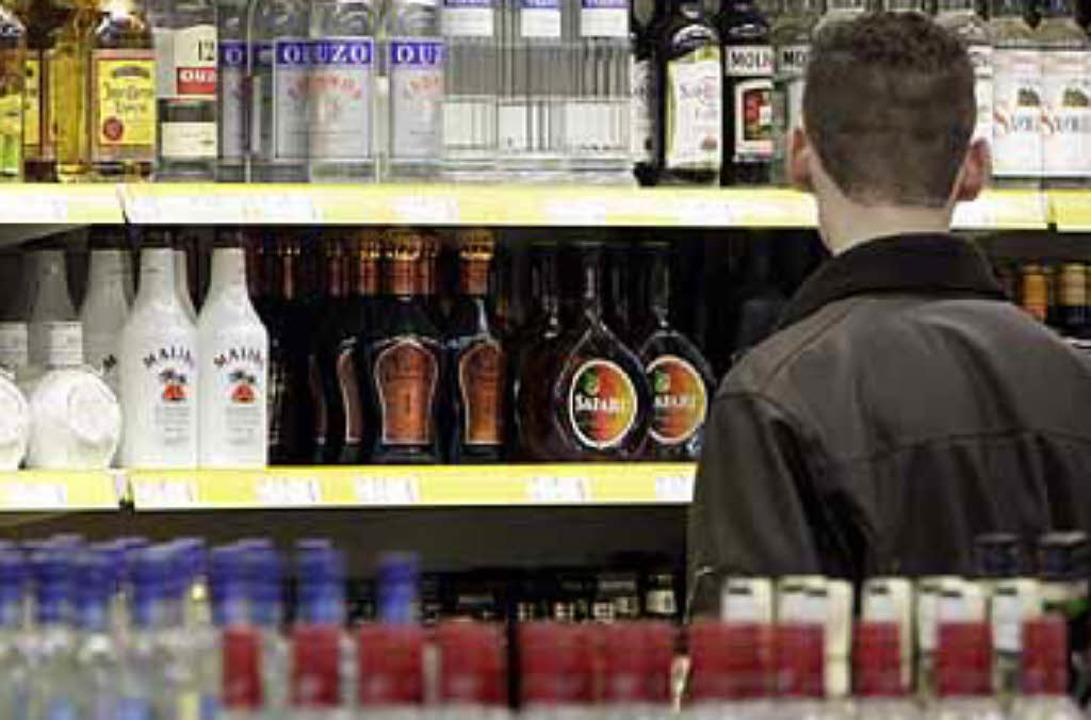 Der Alkohol- und auch Nikotinkonsum Jugendlicher ist Thema der Jugendfilmtage.   | Foto: dapd