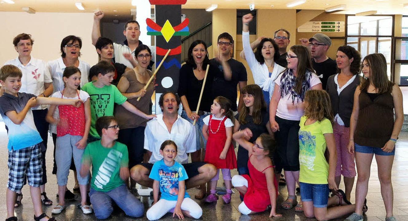 Die singenden Indianer freuen sich schon auf ihre Aufführungen.  | Foto: Martina Proprenter/Privat