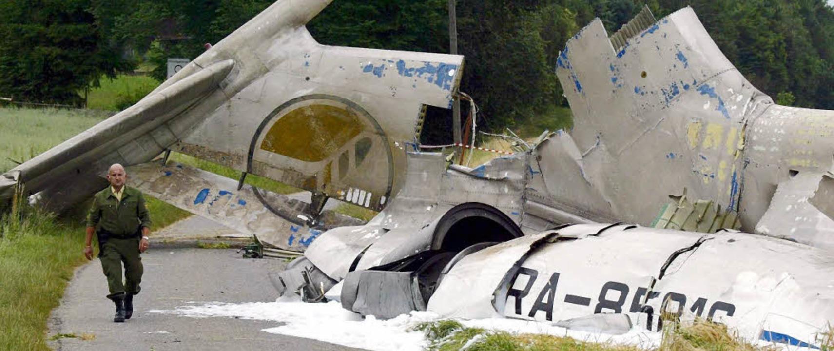 Auf 30 Quadratkilometern verstreut fanden sich Flugzeugteile.  | Foto: DPA/JANZ
