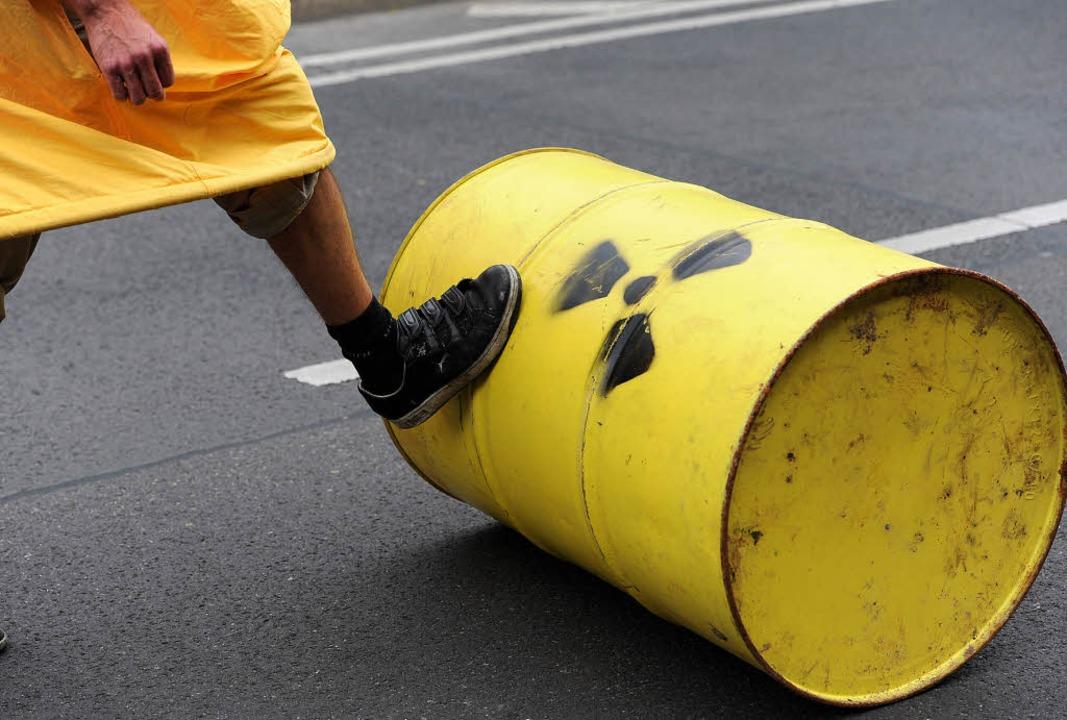 Pumpen statt Fluten, ist die Devise ei...erten Mitglieder der Gruppe in Berlin.  | Foto: dpa