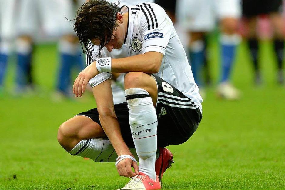 Geknickt: Mesut Özil (Foto: dapd)