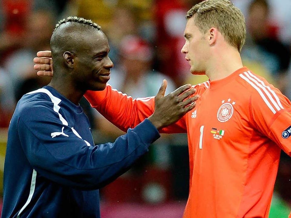 Mario Balotelli (links) hat gegen Deut... Manuel Neuer nicht verhindern konnte.  | Foto: AFP