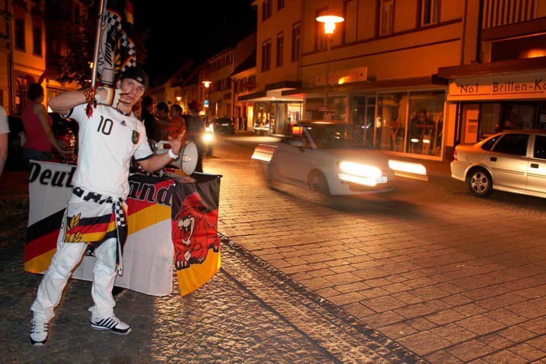 Auch deutsche Fußballfans waren Donnerstagabend unterwegs.  | Foto: Anja Bertsch