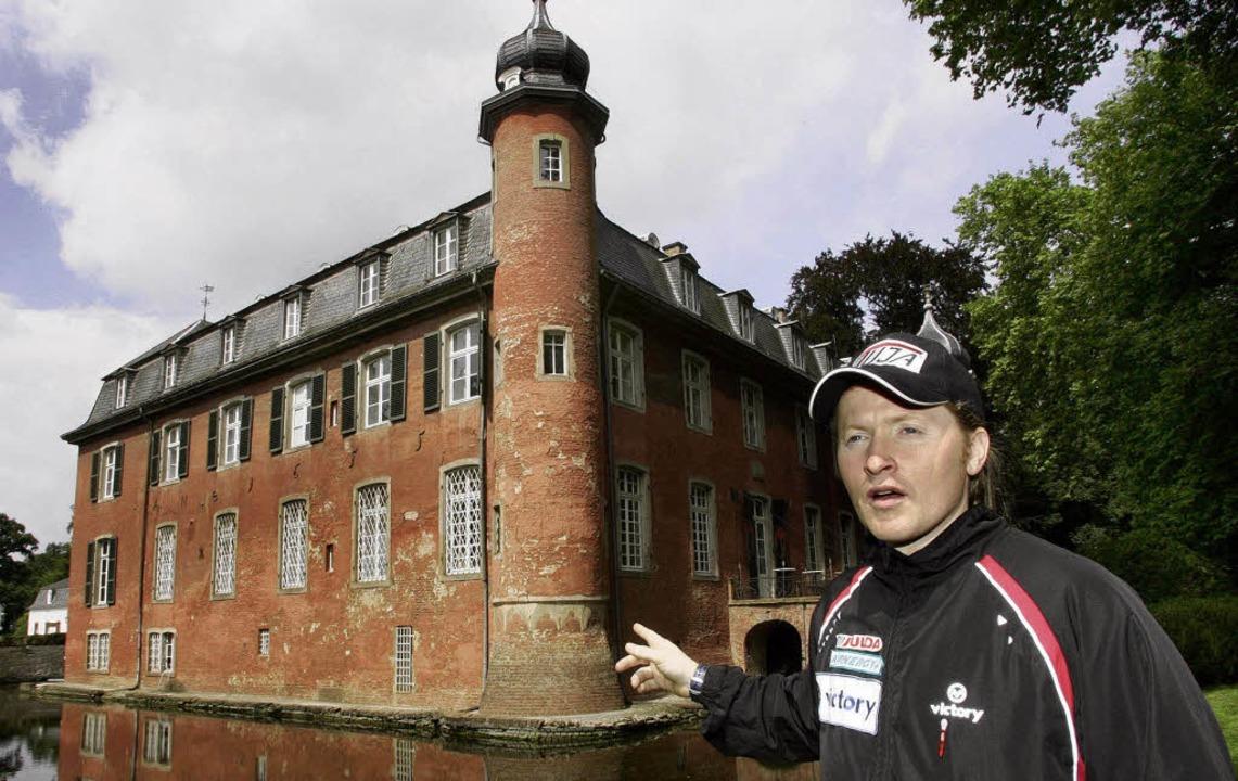 Schloss unterm Hammer: Gymnich, das eh...undesregierung, Joey Kelly bietet mit.  | Foto: Verwendung weltweit, usage worldwide