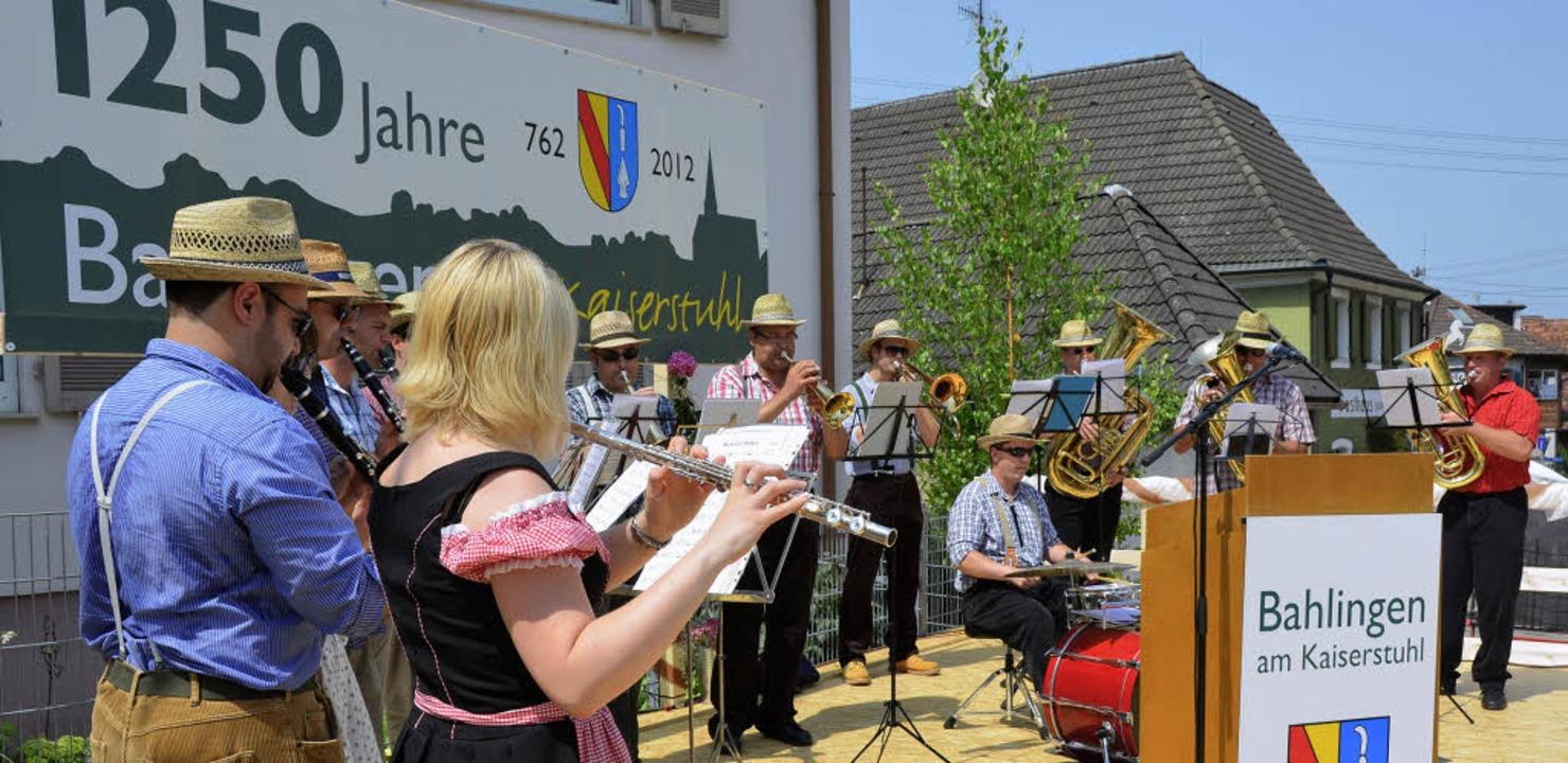 Offizieller Festauftakt mit Musik, Ans...uf dem Friedensplatz in der Ortsmitte.  | Foto: Christiane Franz