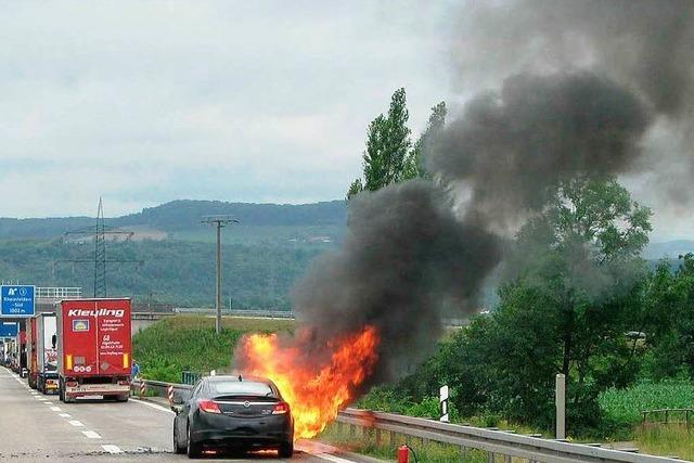 A861: Auto brennt lichterloh