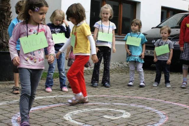 Kinder sehen Zeichen der Schöpfung