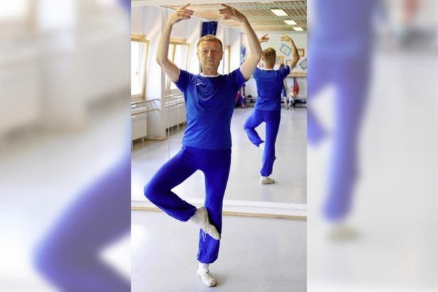 Jan Kubin lehrt Ballett, Jazz- und Stepptanz – auch noch mit 71