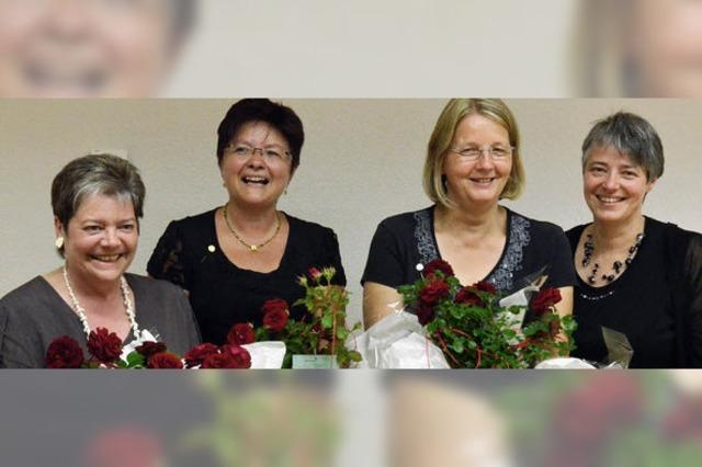 Zusammen 235 Jahre Zupfmusik in der Mandolinengesellschaft