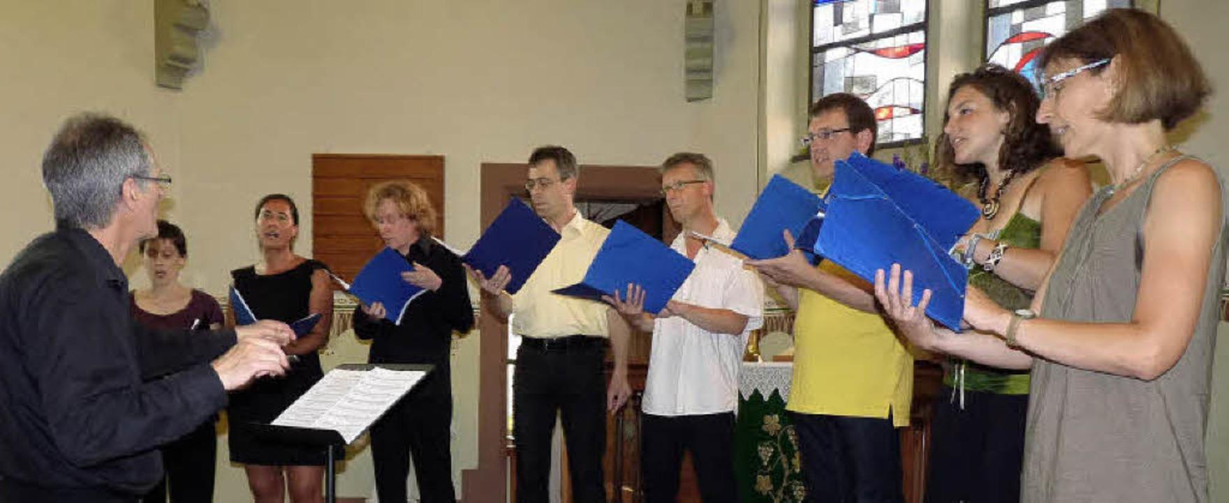 Klein, aber fein: Der nur achtköpfige ...0; begeisterte in der Riegeler Kirche.  | Foto: Hülter-hassler