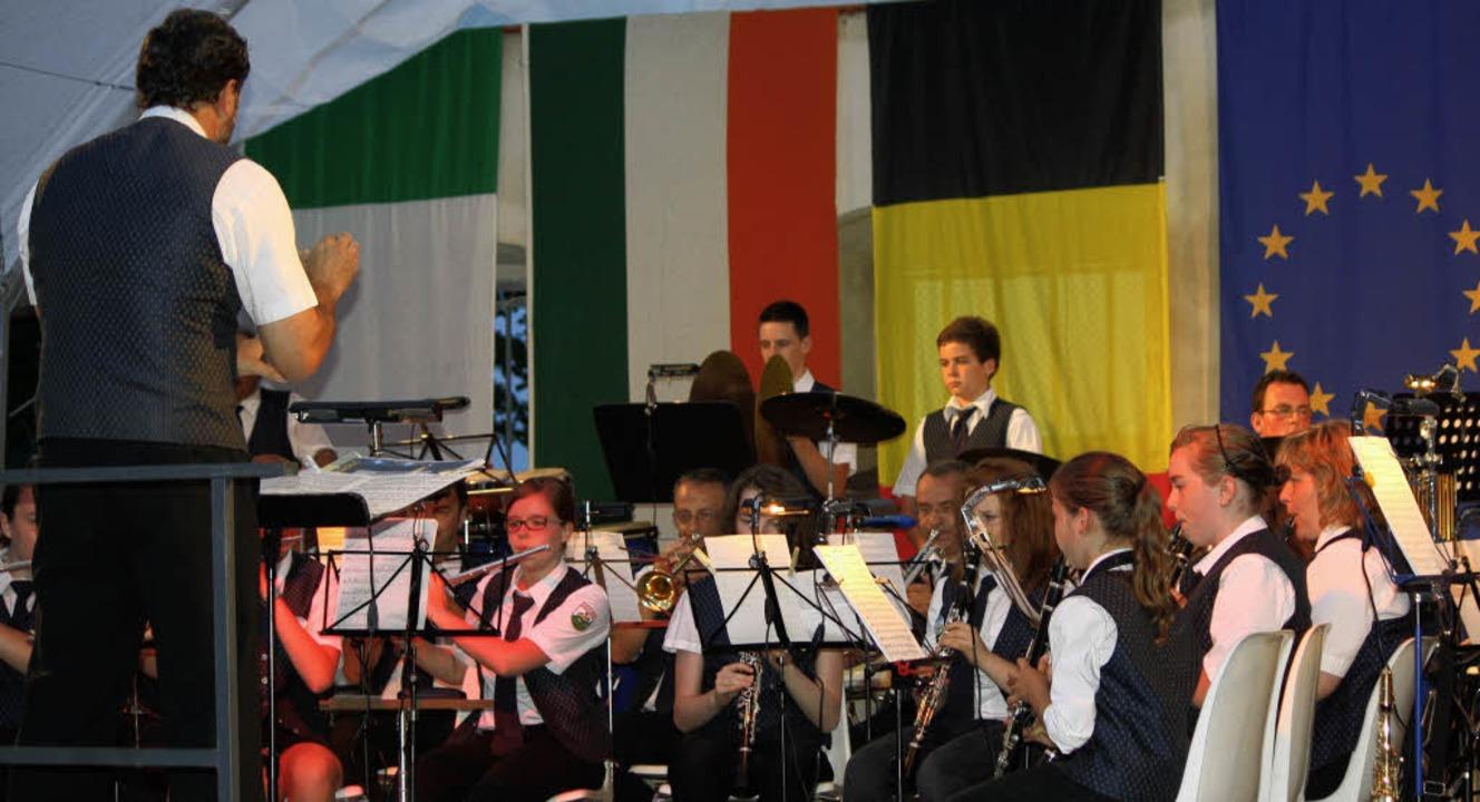 Ein Hecklinger Gruß an Europa: Zur zeh...it 29 Jahren den Dirigentenstab führt.  | Foto: BZ
