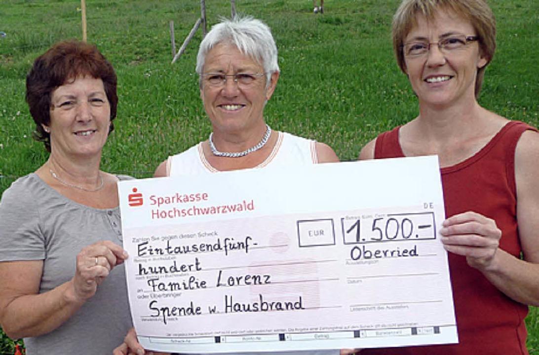 Rosemarie Lauby, Helga Bernauer und Ch...r Oberrieder Landfrauen (von links) .   | Foto: B. Odrich-Rees