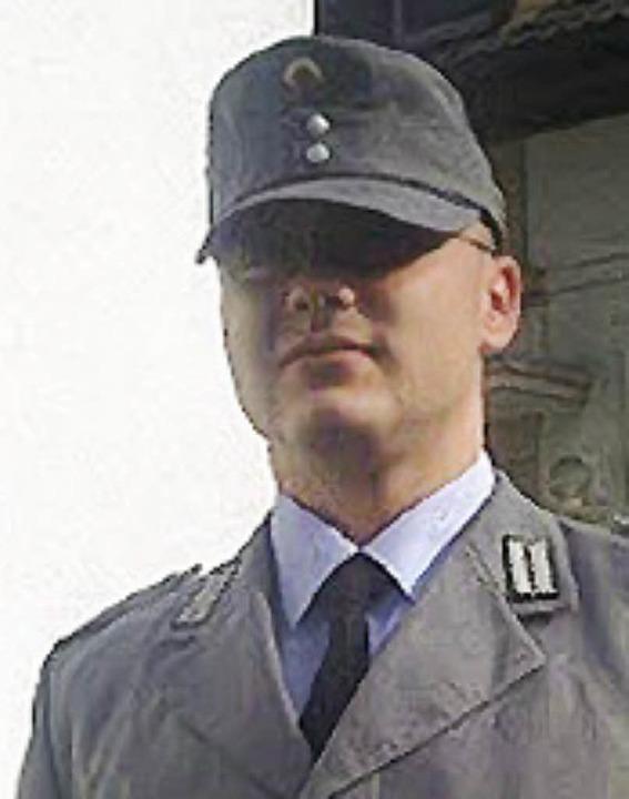 Denny Rlke in seiner grau-schwarzen Uniform.     Foto: privat