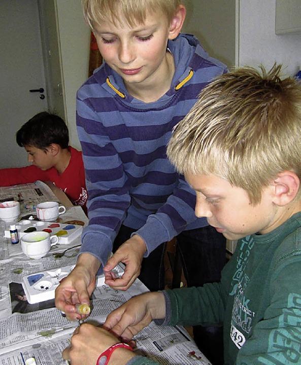 Schüler gießen Seife  | Foto: privat
