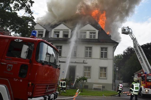 Dachstuhl in Offenburg brennt komplett aus