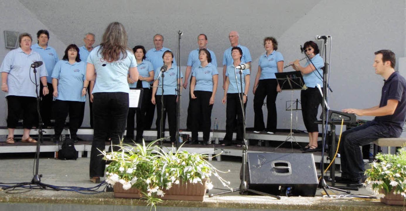 Der Bonndorfer Let's Fetz Chor t...al junger Chöre in Bad Säckingen auf.     Foto: Veranstalter