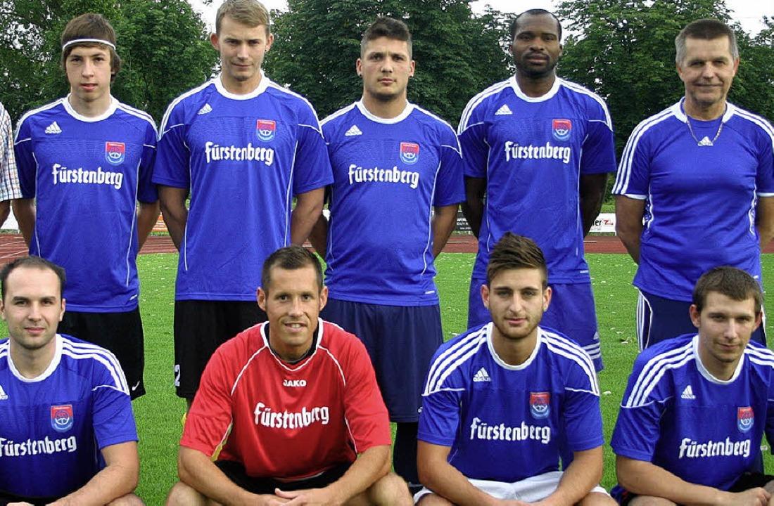 Die FVD-Neuzugänge (stehend von links)...s, Dragan Jovanovic und Michael Unmuth  | Foto: zschäbitz