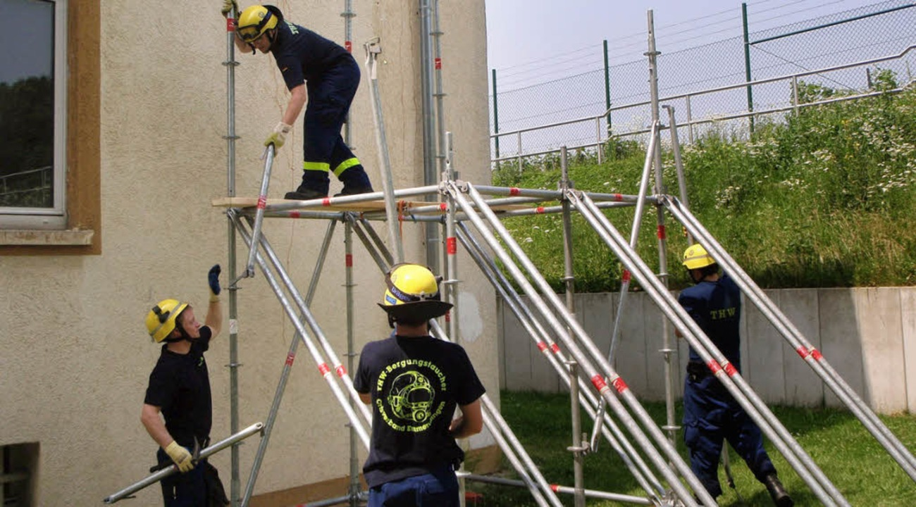 Stütze für eine Wand: THW-Ausbildung mit Gerüstsystemen    Foto: THW