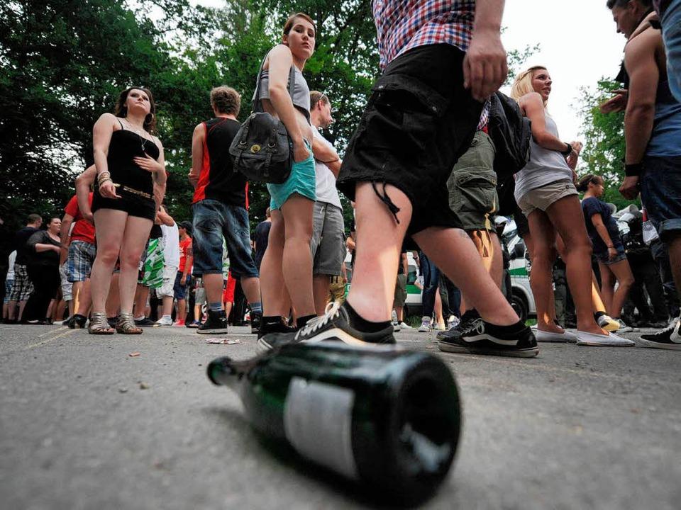 1000 Jugendliche haben in Backnang an ...illegalen Facebook-Party teilgenommen.  | Foto: dpa