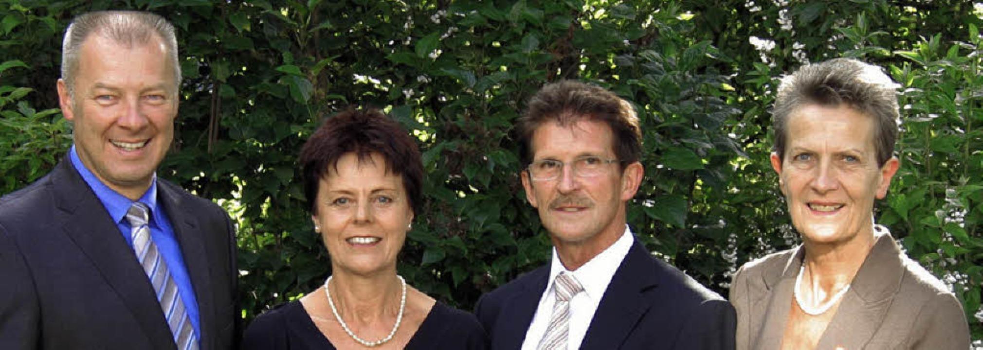 Am Ende eines Berufslebens (von links)...d Gehring sowie Brigitte Kopf-Priebe.   | Foto: sparkasse